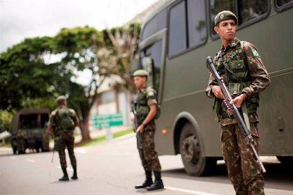 Brasil.- El Ejército de Brasil detiene a diez soldados acusados de disparar contra el vehículo de una familia