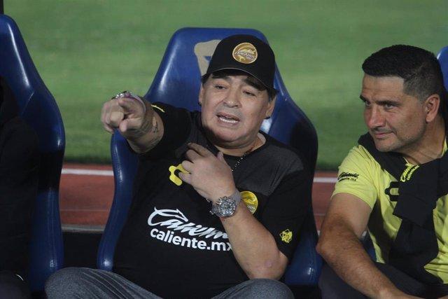La Comisión Disciplinaria de la FMF multa a Maradona tras dedicar una victoria a