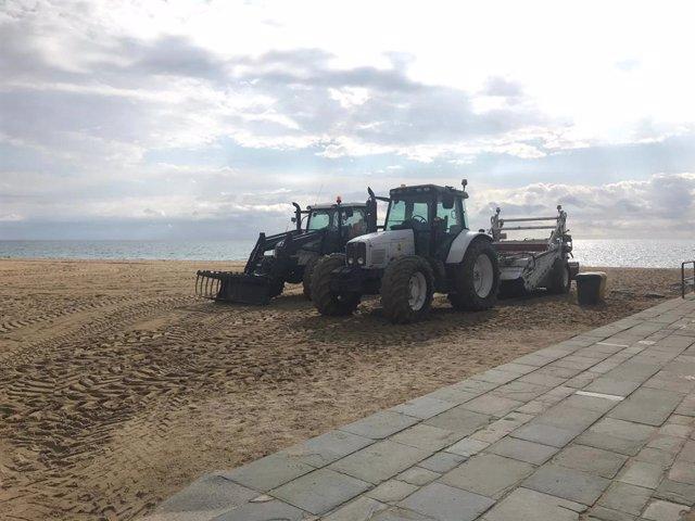 El AMB finalizará este miércoles el arado de las nueve playas de Barcelona