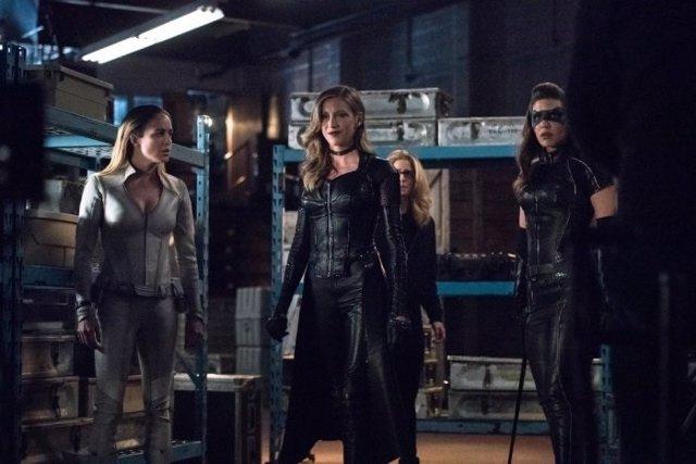 Birds of Prey llegan a Arrow: Las mujeres luchan juntas en las fotos del esperad