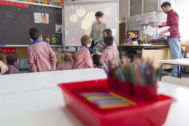 Colegio, aula, primaria, infantil, clase, niño, niña, niños, lápiz, lápices