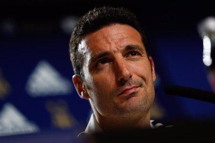 El entrenador de Argentina Lionel Scaloni es dado de alta tras ser atropellado mientras montaba en bicicleta