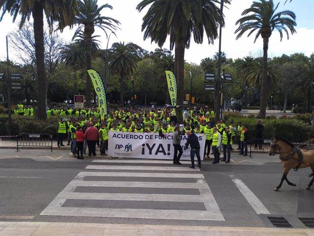 Málaga.- Policías locales se concentran para exigir mejoras labores y materiales