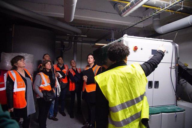 Nasuvinsa instala la primera caldera de biomasa en su parque de vivienda pública