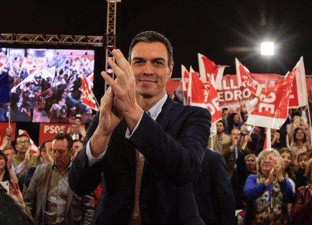 El president del Govern, Pedro Sánchez, participa en un mítin al costat de la se