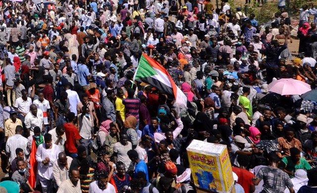 """Sudán.- EEUU, Reino Unido y Noruega piden a Al Bashir que responda """"de forma ser"""