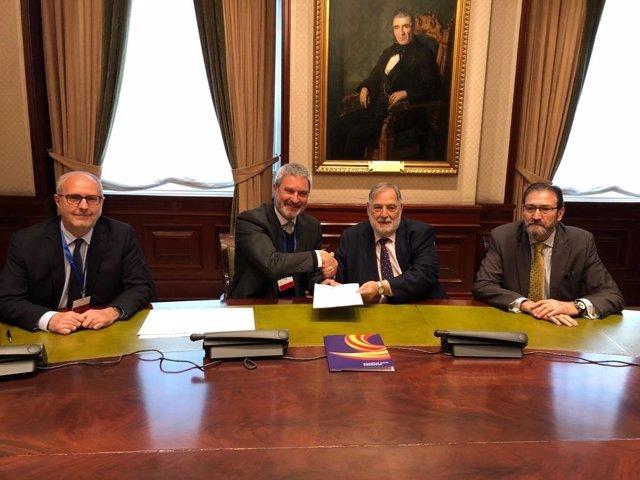 Societat Civil Catalana estreta llaços amb exparlamentarios de diversos partits