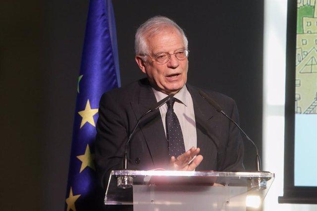 Borrell viatja a Eslovnia i es reuneix matí amb el seu president, que va rebre