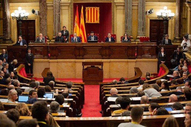 El Parlament votarà una moció dels comuns que demana rebutjar l'unilateralitat