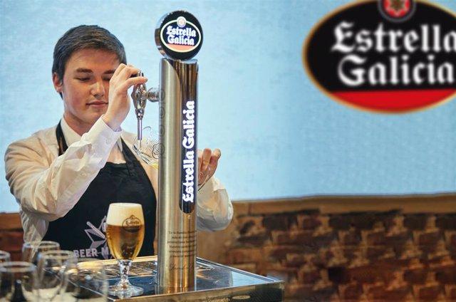 El gallego Miguel Pampín, mejor tirador de cerveza de España en el VI Campeonato