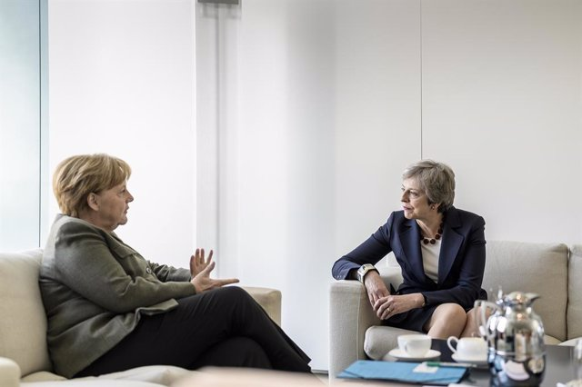 Merkel receives Theresa May