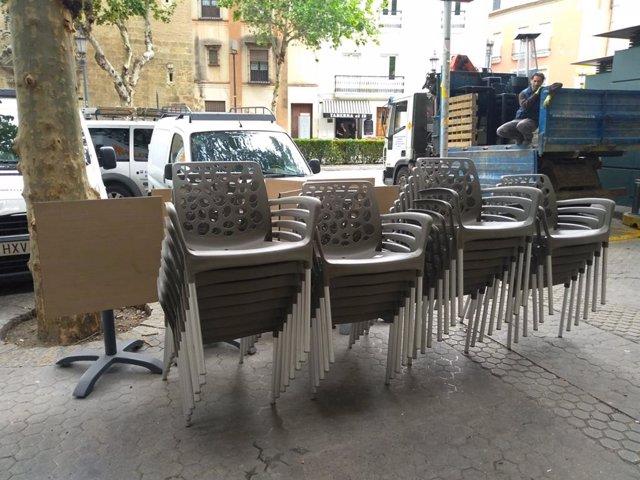 Sevilla.-Retirados 300 elementos sin licencia de 14 establecimientos en Reyes Ca