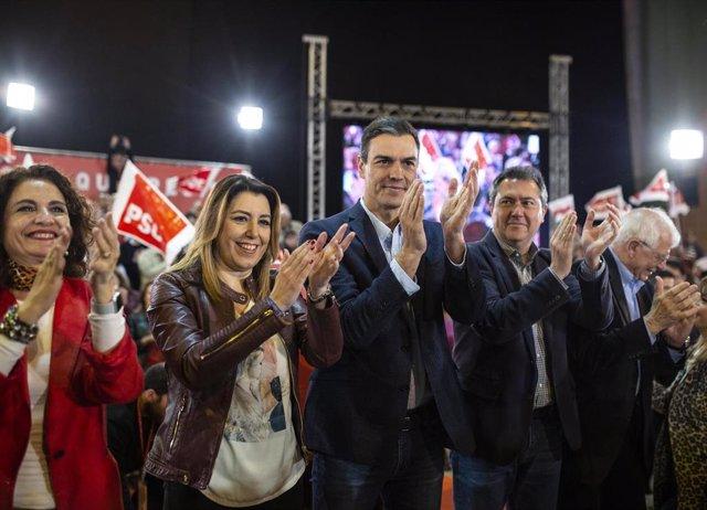El presidente del Gobierno, Pedro Sánchez, participa en un mítin junto a la secr