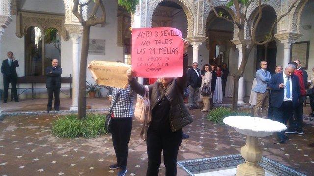 Sevilla.- Vecinos de La Florida acuden a la presentación del proyecto del mercad