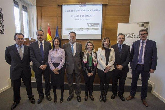"""Sevilla.- La directora de Aduanas reconoce las """"facilidades"""" de la zona franca a las empresas frente al Brexit"""