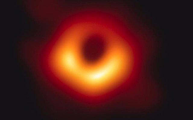 VÍDEO Haz zoom en la galaxia M87 para ver el primer agujero negro real