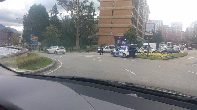 Sucesos.-Al menos un herido en un accidente en Oviedo