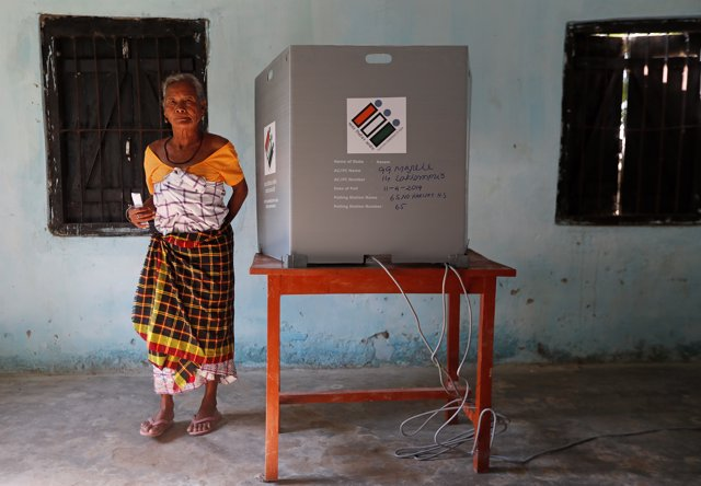 India.-Abren los colegios electorales en India para unas elecciones que pondrán a prueba el desgaste del partido de Modi
