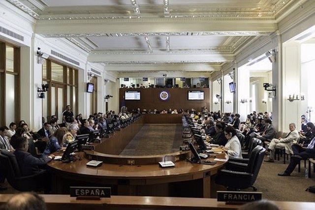 Representantes de los países miembro de la OEA durante la sesión extraordinaria.