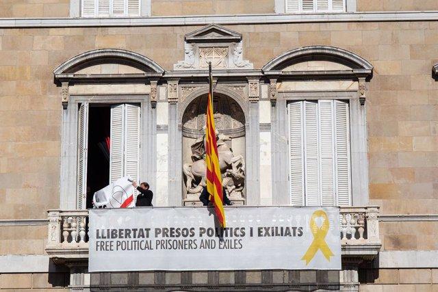 El Govern de la Generalitat canvia el llaç groc del seu edifici per un blanc
