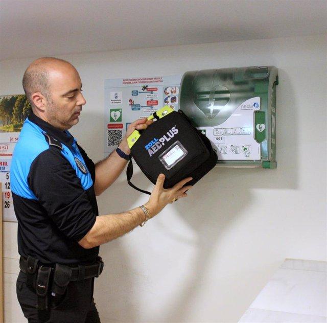 Málaga.- El Ayuntamiento de Estepona amplía la instalación de desfibriladores con un total de 15 dispositivos