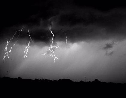 Observan un fenómeno inusual en nubes que desata relámpagos