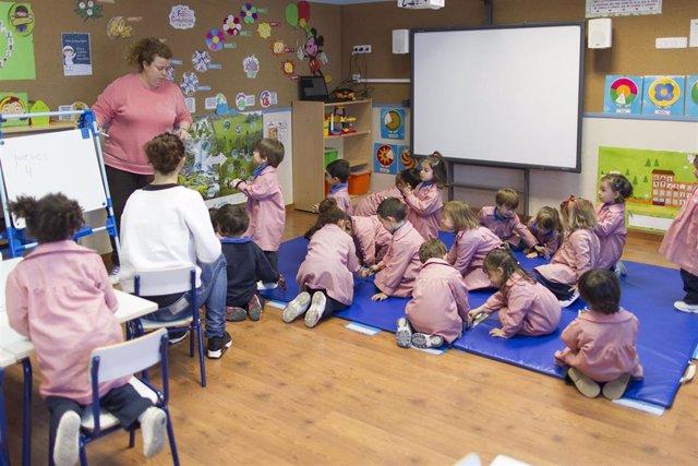 Colegio, aula, primaria, infantil, clase, niño, niña, niños, jugando, jugar