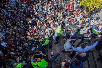 Protestas y tensión por la presencia de Cayetana Álvarez de Toledo en un acto de la UAB