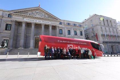 FEDHEMO realiza un recorrido con el HEMOBUS por Madrid para concienciar sobre la hemofilia y su tratamiento