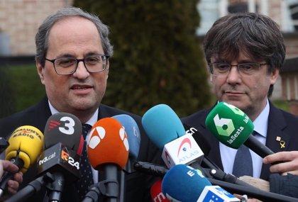 Quim Torra y Carles Puigdemont rechazan la detención de Assange y le agradecen su apoyo al 1-O