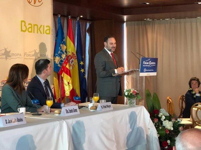 """AMP.- 28A.- Ábalos: """"España no puede pasar de un bipartidismo imperfecto a un multipartidismo caótico"""""""