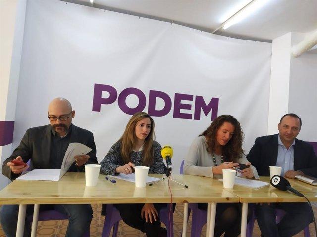 Rubén Martínez Dalmau, primero a la derecha de la imagen.