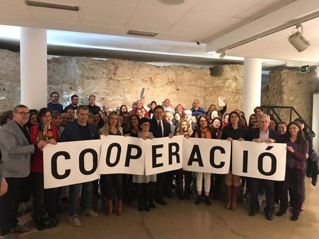 Los partidos políticos valencianos se comprometen a destinar un 0,4% del presupuesto a cooperación en 2023