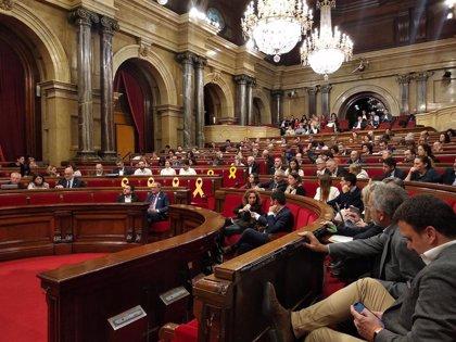 """El Parlament pide al Gobierno y Generalitat condenar los """"abusos"""" del colonialismo"""