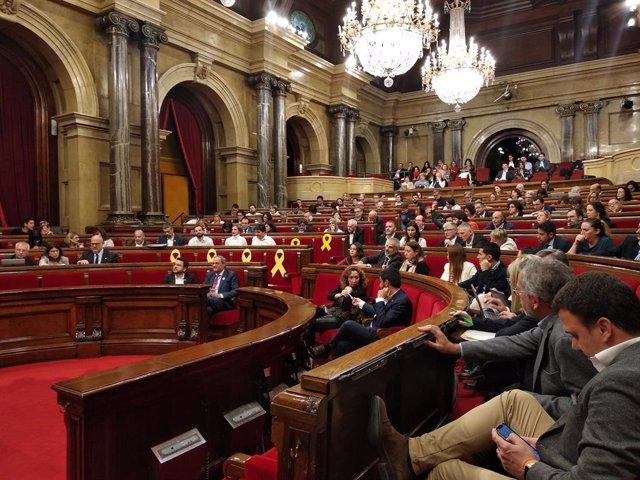 AMP.- El Parlament no renuncia a la via unilateral a l'independència i rebutja un nou 155