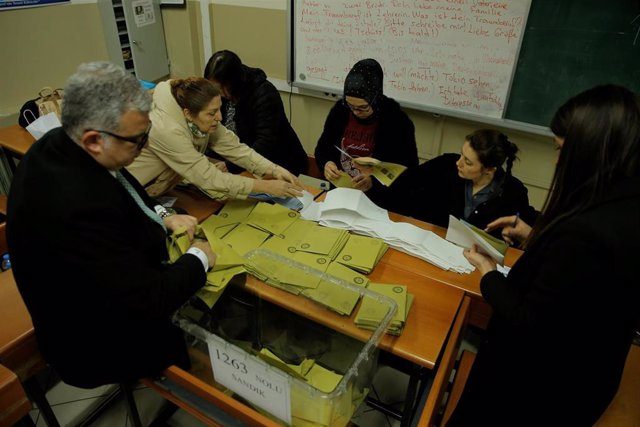 Turquía.- El Consejo Electoral de Turquía rechaza la petición del AKP de recontar los votos en 31 distritos de Estambul