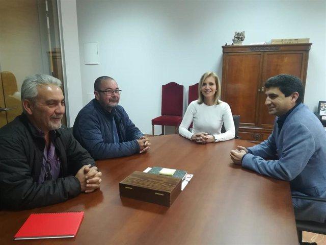 Huelva.- CCOO aborda con la subdelegada supuestos incumplimientos del convenio en la campaña de frutos rojos