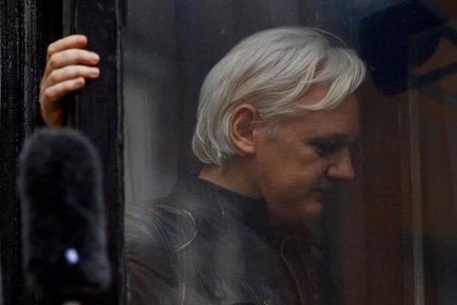 Assange, condenado en Reino Unido por violar los términos de la libertad condicional