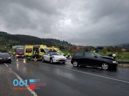 Evacuados a Valdecilla cuatro heridos al colisionar tres coches en Parbayón