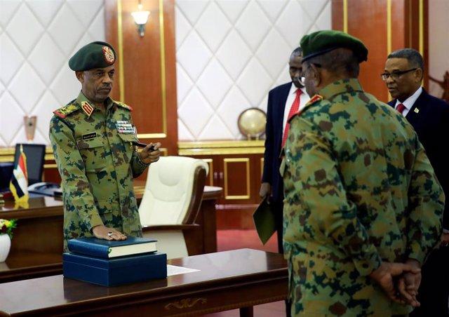 Sudán.- El ministro de Defensa jura el cargo como presidente del Consejo Militar de Transición de Sudán