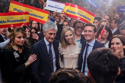 """Casado pide a los votantes de Vox no jugar """"a la ruleta rusa: """"Aquí está el PP, su partido"""""""