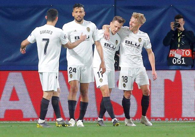 Fútbol/Liga Europa.- Crónica del Villarreal - Valencia, 1-3