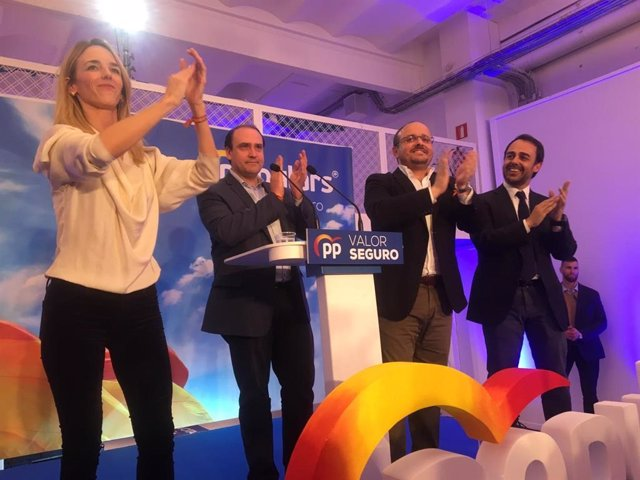 """28A.- Álvarez De Toledo Crida Als Votants A Sortir Del seu """"Exili Interior"""""""