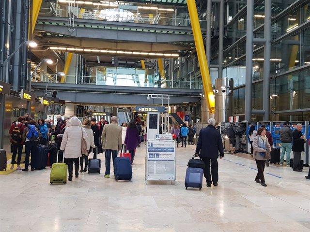 Trabajadores de seguridad privada convocan huelga indefinida desde el 12 de abril en Madrid-Barajas