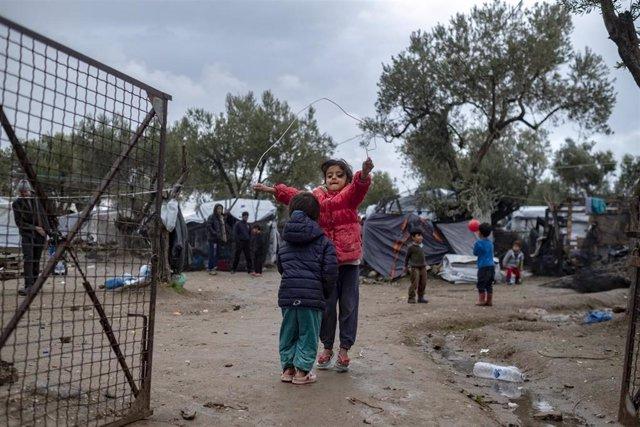 Niños migrantes en Moria (Grecia)