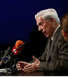Vargas Llosa participará este venres nun seminario da Universidade da Coruña (UDC) sobre a súa obra