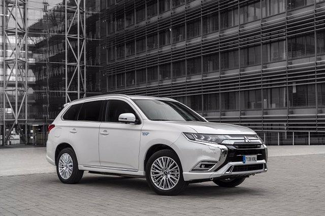 Economía/Motor.- Mitsubishi acumula 200.000 unidades vendidas del Outlander híbrido enchufable en todo el mundo