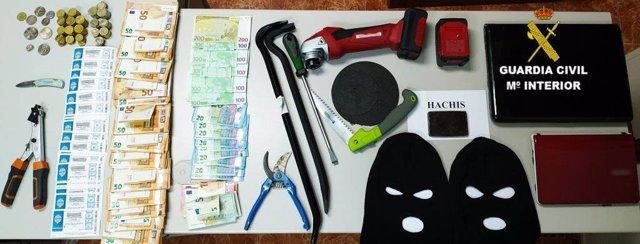 Sucesos.- Detenidos en León cuatro miembros de un grupo criminal al que se les imputa 32 robos en locales de hostelería