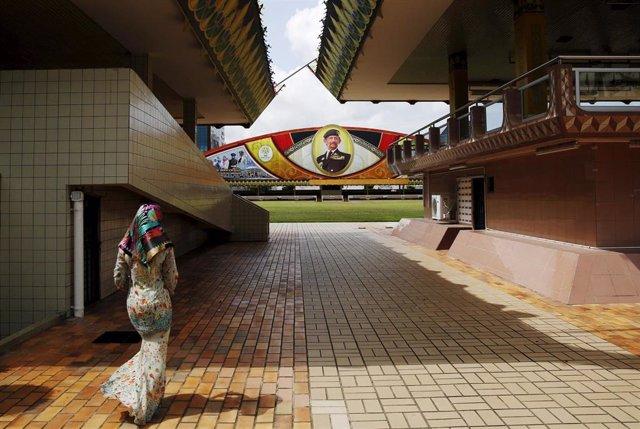 """Brunéi.- Brunéi asegura que sus nuevas leyes para ejecutar a los homosexuales son más """"una prevención que un castigo"""""""