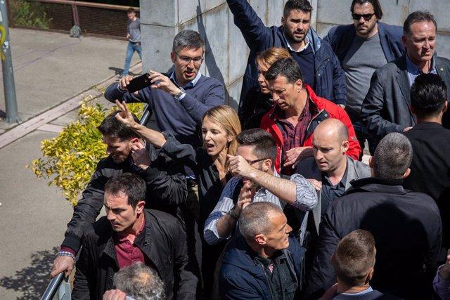 Protesta a la Universitat Autnoma de Barcelona (UAB) davant la presncia de Cayetana Álvarez de Toledo (PP)